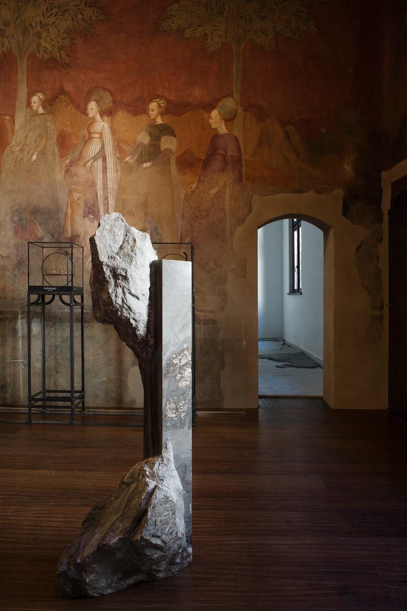 Showroom Antonini scultura Mattia Bosco sala affreschi