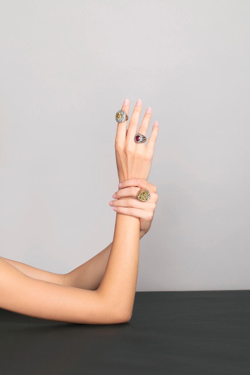 Antonini nuova campagna adv, collezione extraordinaire anelli oro rubino e diamanti gold diamonds rubin rings