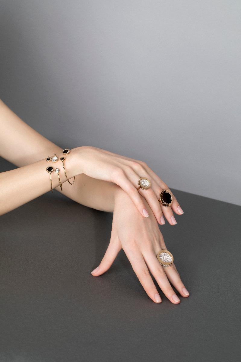 Antonini nuova campagna adv, collezione Atolli anelli e oro e diamanti gold diamonds rings